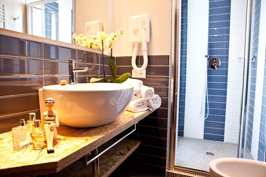 3 sterne hotel mit klimaanlage in marebello schallisolierte zimmer mit erlebnisdusche hotel. Black Bedroom Furniture Sets. Home Design Ideas